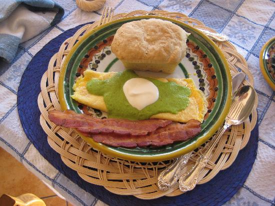 Casa Chocolate Bed and Breakfast: Main dish with homemade bread