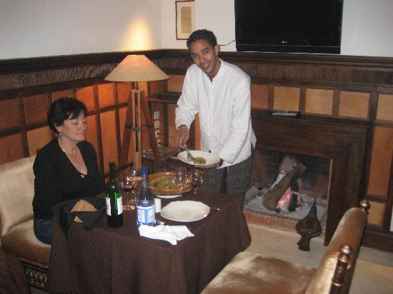 Riad Dixneuf La Ksour : Diner dans un salon privé au coin du feu