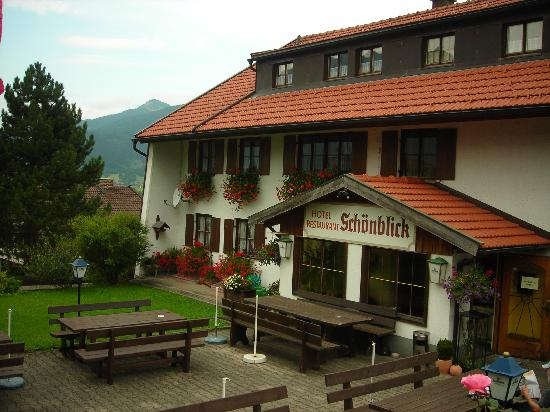 Hotel Schoenblick : Front of the hotel.