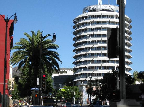 Rodeway Inn: Hollywood & Vine, less than a mile north of hotel, with famous Capitol Records and Hollywood Sig