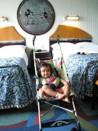 Disney's Hollywood Hotel: we got 2 doubles instead of a king bed bec we got an early check in but no king bed avail yet