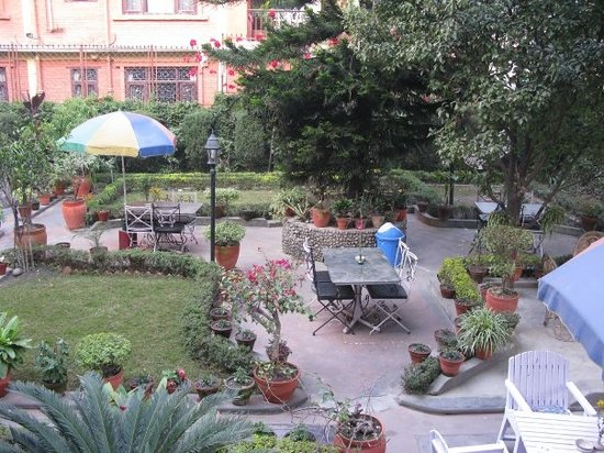 Hotel Ganesh Himal: Garden