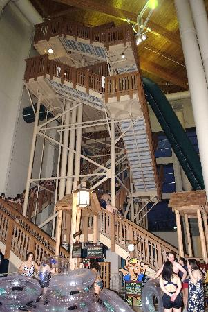 Great Wolf Lodge: Stairs to the BIG slides