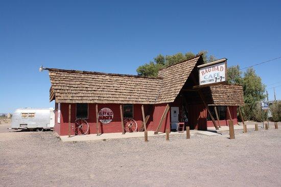 Newberry Springs, CA: Bagdad Café