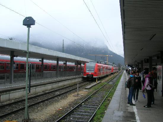 Edelweiss Lodge and Resort: Garmisch-Partenkirchen DB (railway) station.
