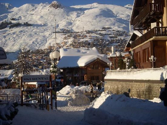 Hotel Les 4 Vallees: Village view from the hotel