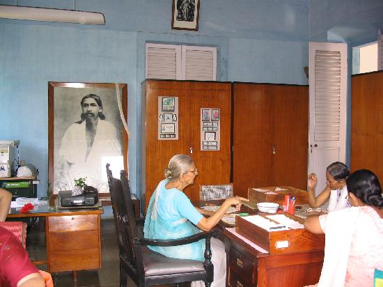 Union Territory of Pondicherry, Indien: Pondicherry - un ufficio dell'ashram