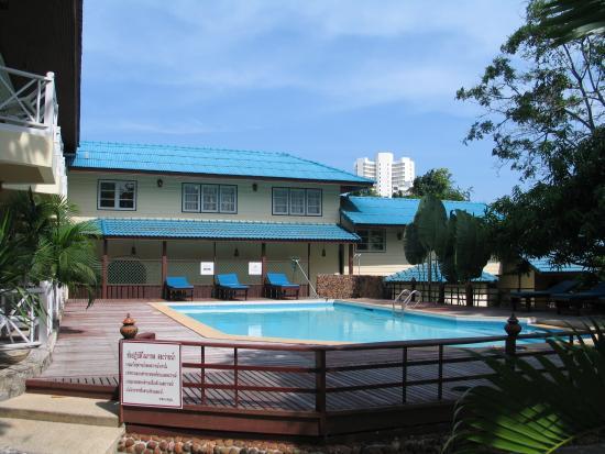 Chomtawan Resort : The Pool Area