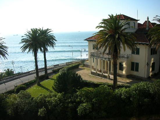 Estoril Eden Hotel : view from balcony towards Cascais