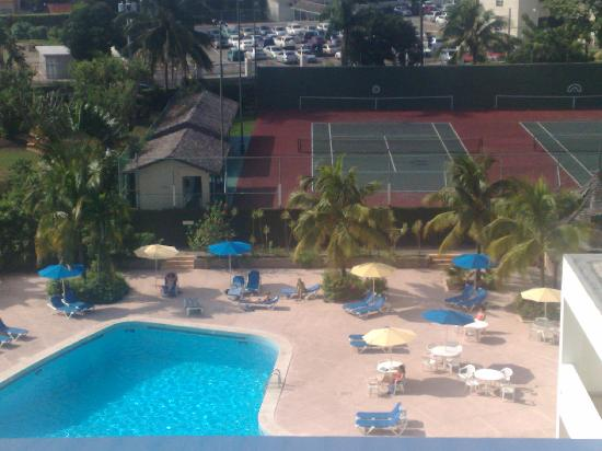 The Jamaica Pegasus Hotel: Pool view from my room