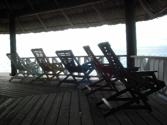 Coco Plum Island Resort: bar chairs