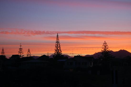 Waihi Beach Lodge: Sunset over Waihi