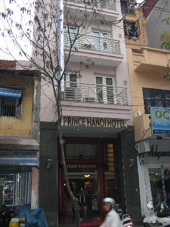 Prince Hanoi Hotel: Outside of Price Hanoi