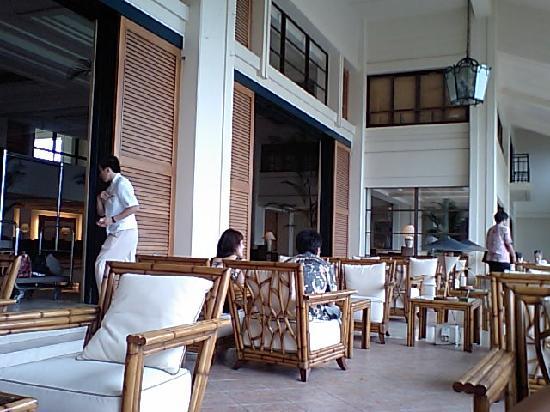 The Busena Terrace : 広いテラスでチェックイン
