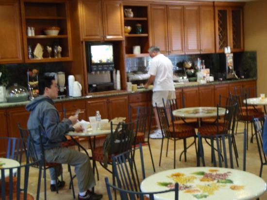 La Quinta Inn & Suites Paso Robles : breakfast area in the lobby