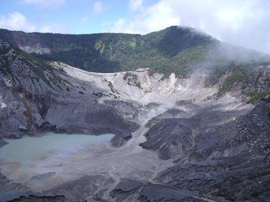 Lembang, Indonezja: Tangkuban Perahu scene 1