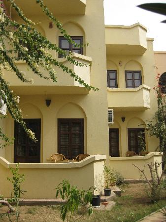 El Nakhil Hotel & Restaurant: rooms from the garden