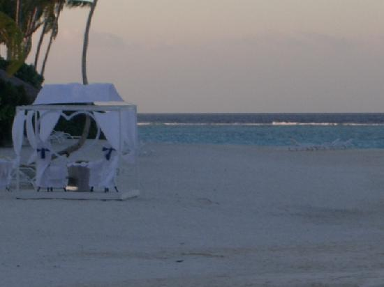 The Sun Siyam Iru Fushi Maldives: private ceremony on the beach