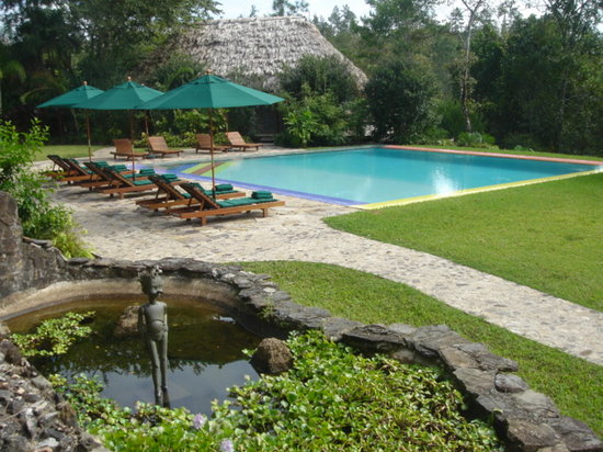 Blancaneaux Lodge: The pool and Mayan restaurant at Blancaneaux