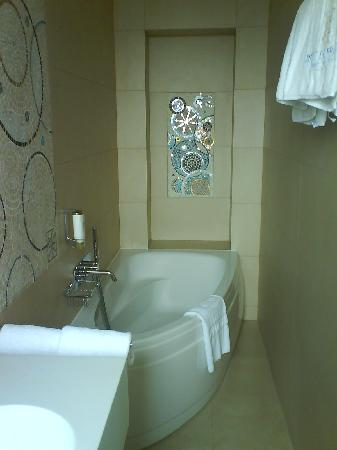 SALLE DE BAIN ART DECO - Picture of Hotel Aiglon - Esprit de France ...