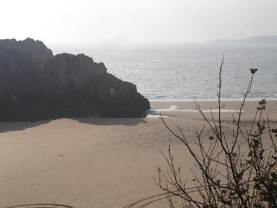 Cliffe-Norton Hotel: The beach