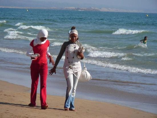 Agadir Beach: Elegant friends on the beach