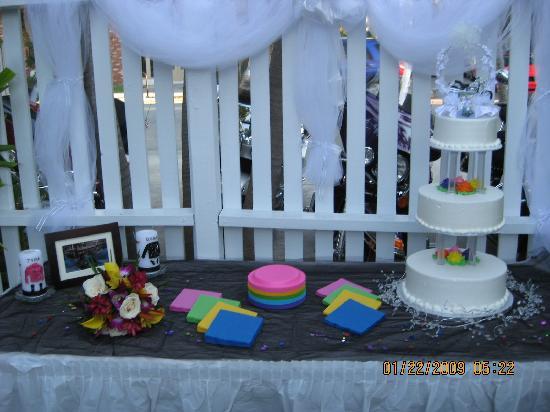 Alexander Palms Court: Our cake