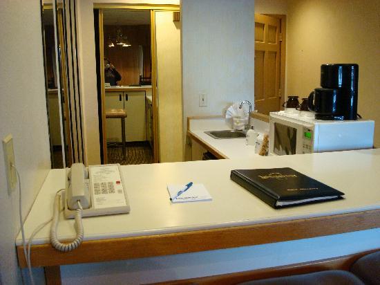 Lakeside Inn and Casino: Bar w/ sink & microwave