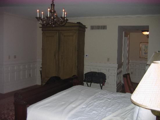 Wentworth Mansion: bedroom