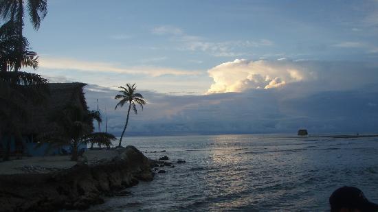 Long Caye Resort: Sunset over Slickrock