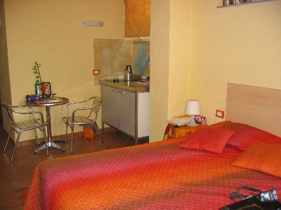 Ai Cipressi Bed & Breakfast: Hotel Ai Cipressi`intérieur d'une chambre (vue partielle)