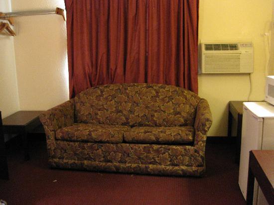 Rodeway Inn Farmington: Couch