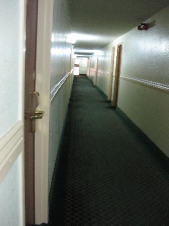 Rodeway Inn Farmington : hallway