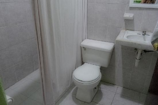 Hotel Posadas Addy: Salle de bain propre