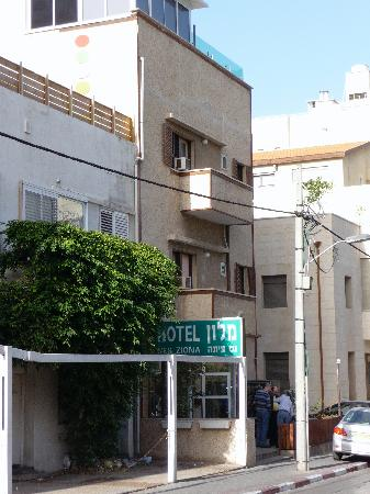 Hotel Ness Ziona: outside view