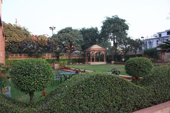 Mansingh Palace, Agra: Hotel Gardens