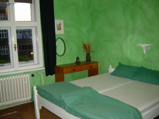 Poets Corner Hostel Olomouc: Our room at Poet's Corner