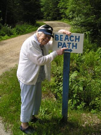 Beloin's on the Maine Coast: Mom pointing the way to the beach.
