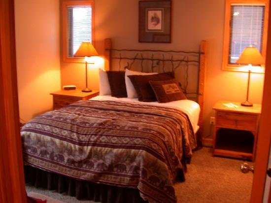 Rams Horn Village Resort: Downstairs Bedroom