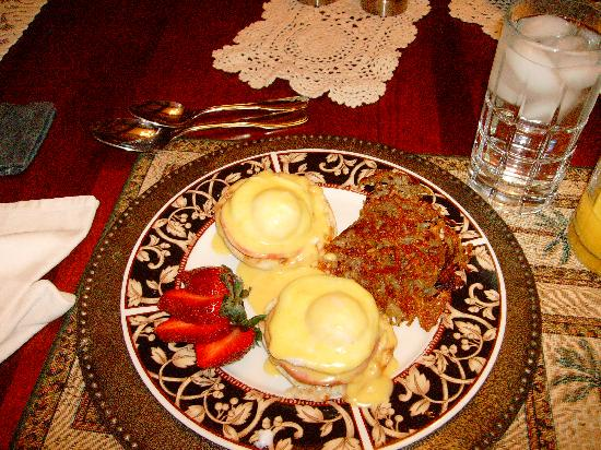 Anton-Walsh House: Excellent eggs benedict with made from scratch sauce