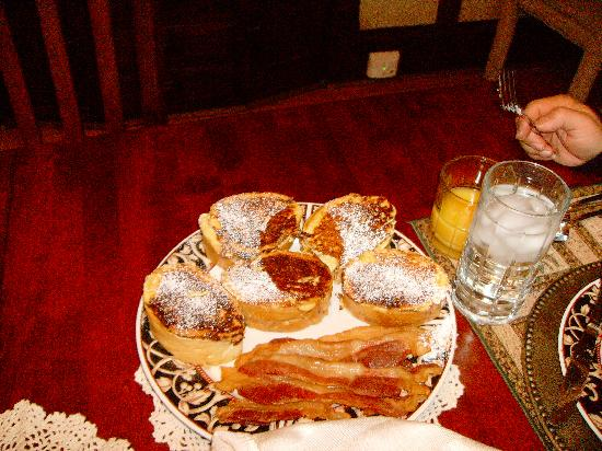 Anton-Walsh House : Stuffed french toast and bacon