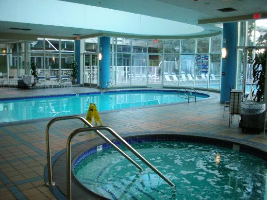 Warner Center Marriott Woodland Hills: Other view of indoor pool