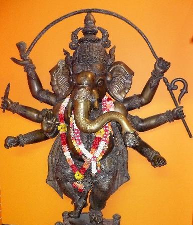 India Palace: Ganesh in entrance