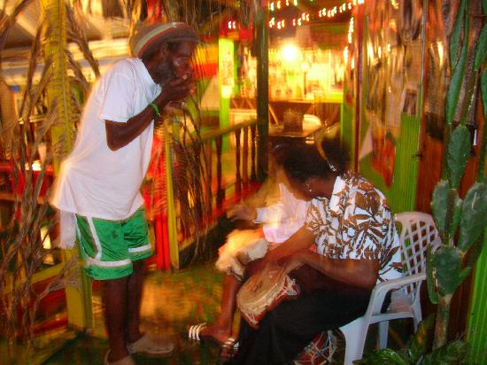 Robert Righteous & De Youths Seafood Restaurant & Bar: A typical jam session