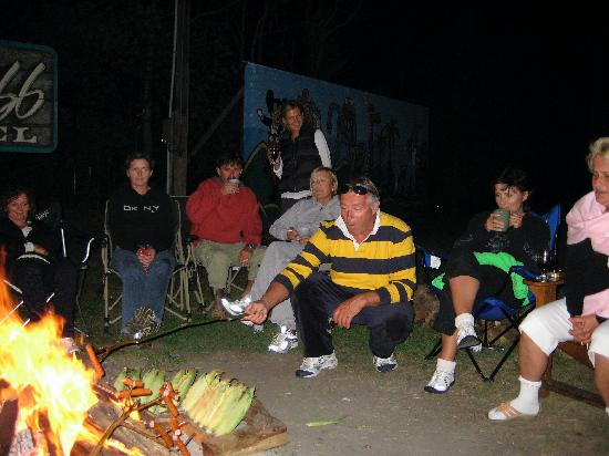 Lake Bluff Inn and Suites: Campfire!