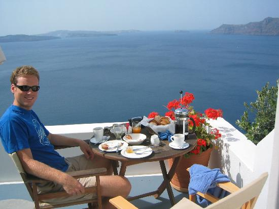 Atrina Traditional Houses: Breakfast at our apartment in santorini