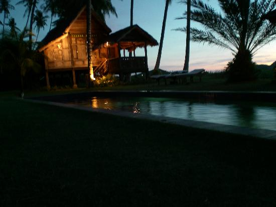 Bon Ton Resort : Laguna villa at night
