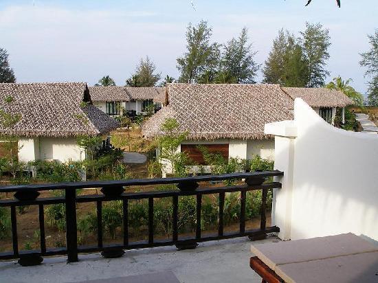 ذا تاكولا ريزورت آند سبا: view from the room to the bungalows