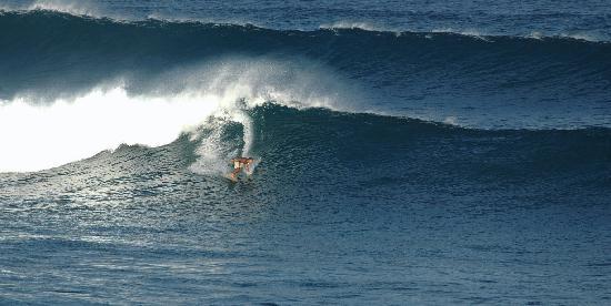 Paia, هاواي: Surfer at Ho'okipa Beach