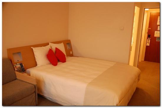 Novotel London Heathrow : Confortable bed